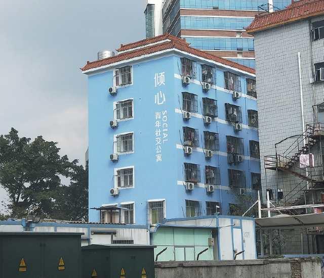 深圳城中村旧改,喷上五颜六色的油漆,变成了公寓,租金暴涨