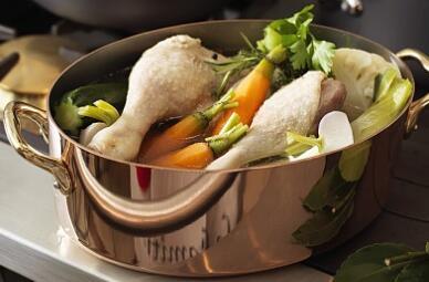 家里的厨房用具,为什么陶瓷类餐具最好?因为毒性最小!