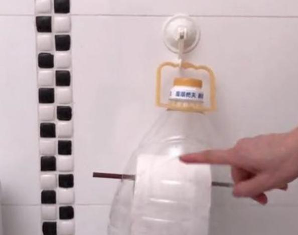 食用油桶剪一刀,放在卫生间用处这么大,我也是刚知道