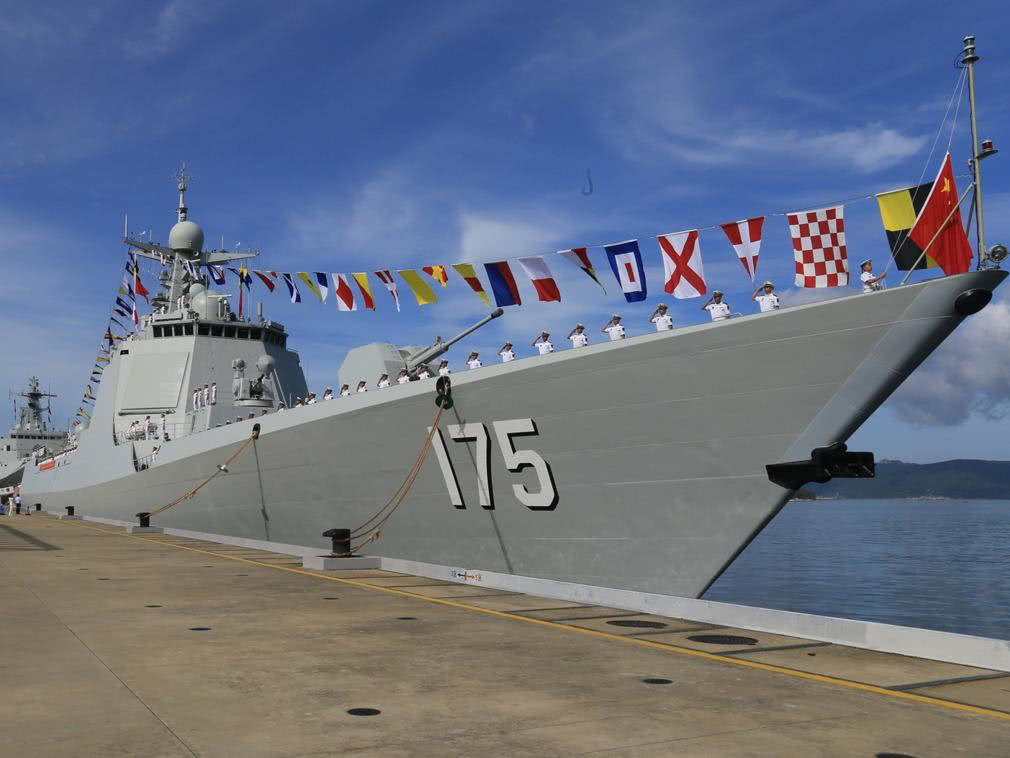 这款战舰排水量直逼052D,火力却惨不忍睹,军迷:大号游艇