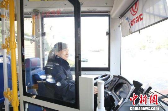 湖北襄阳:公交车全部加装驾驶区安防隔离门