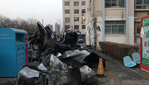 突发丨银川一小区刚刚发生火灾,彩钢房被烧得面目全非!