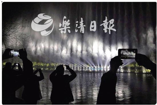 超震撼!2000平方米水幕上放电影 清和公园音乐喷泉水幕灯光秀,春节前后每晚上演