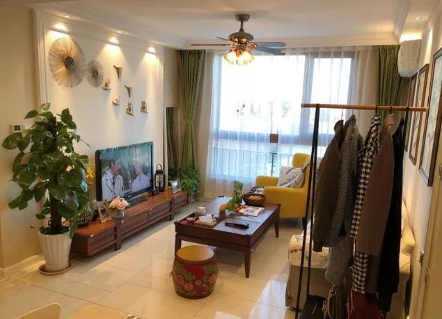 77平新房,客厅旁边挂衣服,茶几还是多功能,你们见过吗?
