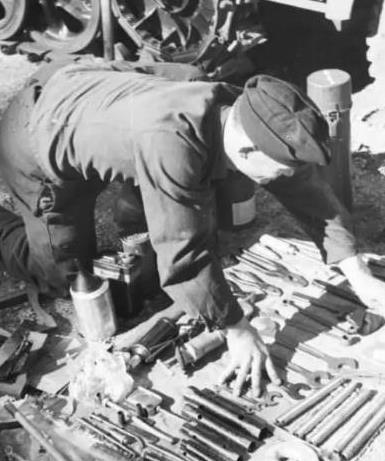 没了这个零件,坦克就成为废铁,它是最令修理兵最头疼的部件