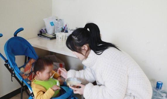 李小璐低调做公益,礼品上四个字暗示她的婚姻很甜蜜
