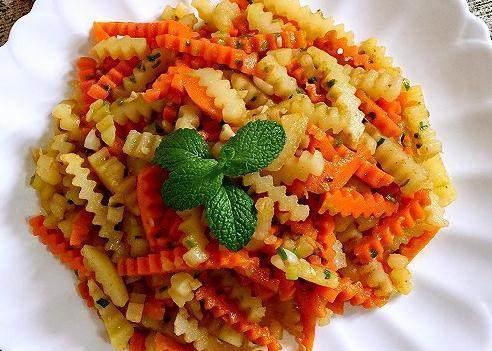 美食推荐:蒜香胡萝卜土豆条,珍珠虾丸子,藕丁炒青椒的做法