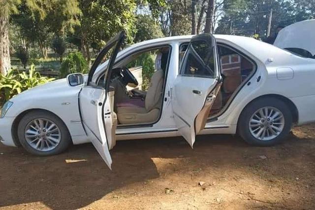 缅甸运往腊戌的一批木材被查!很想问司机:你是怎么塞进去的?