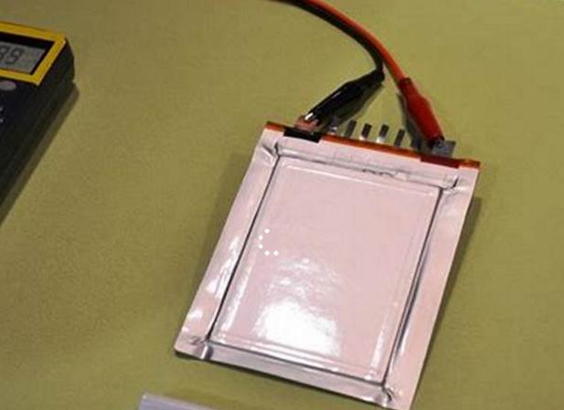 电池技术再迎颠覆,比锂电池更安全、性能高20%的固态电池横空出世