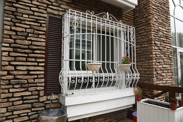 你家的防盗窗是铝合金的还是不锈钢的,不要被忽悠了