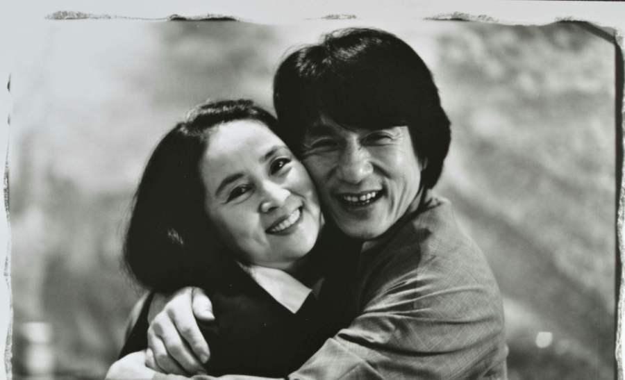 成龙大哥吃蜜饯了?爱妻林凤娇66岁生日,网友:表白太感性