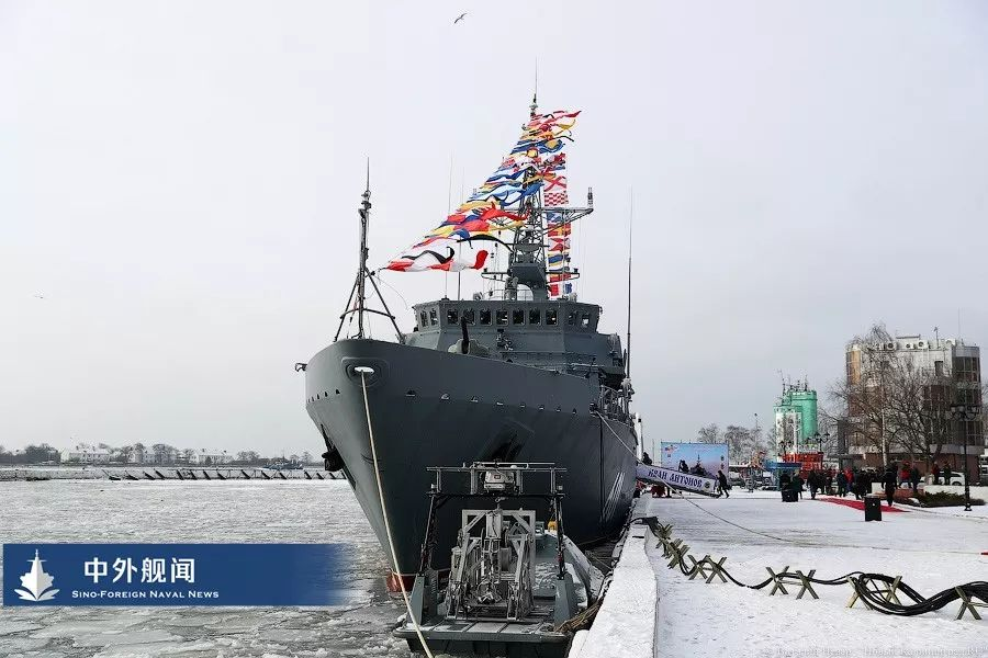 """世界最大""""玻璃纤维军舰""""服役"""