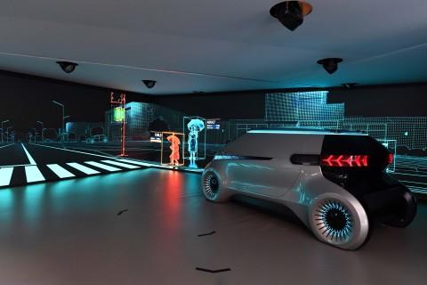 现代摩比斯CES展推交流照明概念 可让自动驾驶车辆与行人进行交流