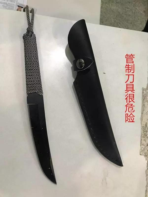 南充高坪机场安检站连续两日查获管制刀具