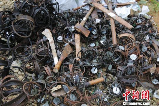 西双版纳公开销毁逾2000件非法枪支、猎具、毁林器具