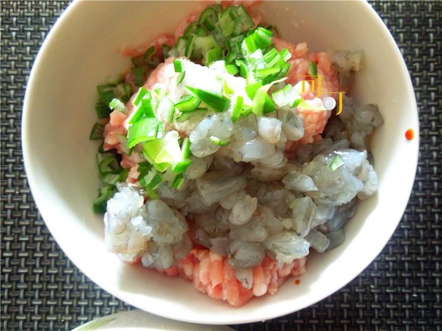 别再用小米煮粥了,用它来做珍珠肉丸子太好吃,加了虾仁更美味
