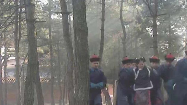 康熙王朝:为啥活埋苏麻喇姑时,太监们要往她头上倒石灰?