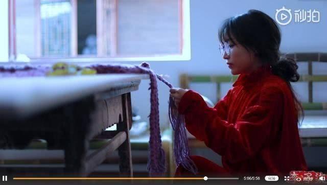 李子柒更新了视频,李子柒手工纺织印染羊毛,做了一件斗篷披风