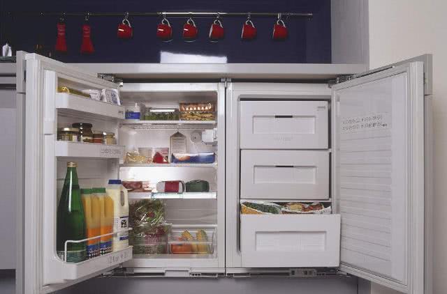 冰箱维修工透露:用冰箱门夹住一张A4纸,能节省一半电费