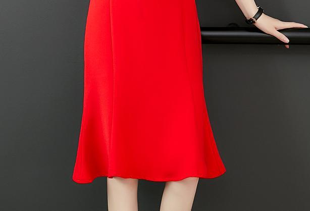 酒红冬裙+平底鞋,助你红红火火过大年