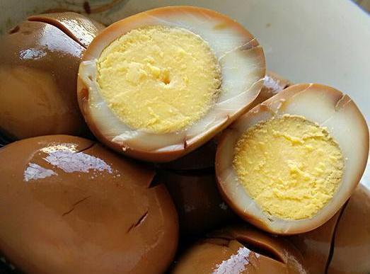 鸡蛋别用清水煮了!用它煮,比茶叶蛋还香,1分钟就学会!