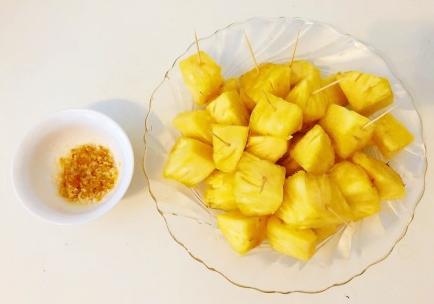 海南奇葩风俗,吃水果放盐!