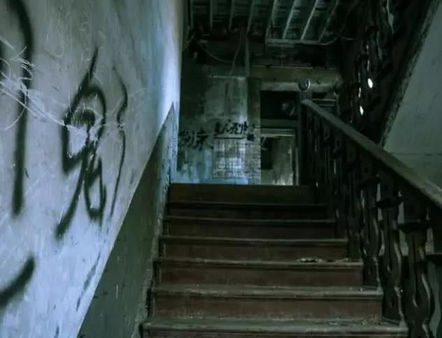 心理测试:有人追杀你,哪个楼梯能逃走?测你赚钱的时机在何时?