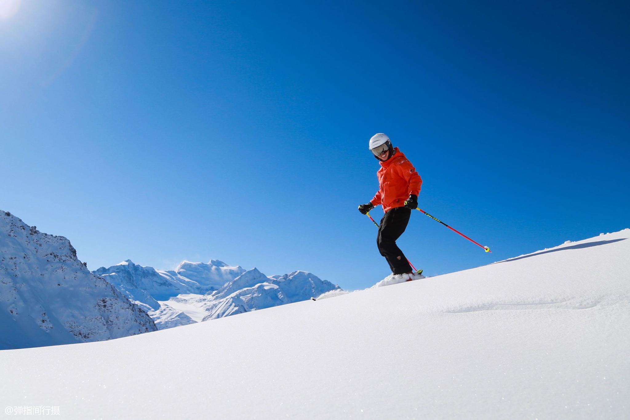 他曾是中国焊接工人,后改学滑雪自学语言,如今成为瑞士滑雪教练