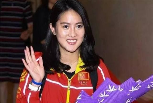"""""""奥运五金女神""""晒照,瘦了不少很漂亮,谁注意到她的衣服?"""