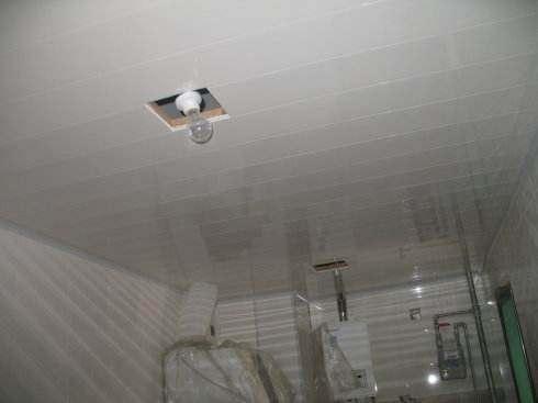 开灯孔的活是木工的还是电工的?还没开工就吵闹,又不是不给钱!