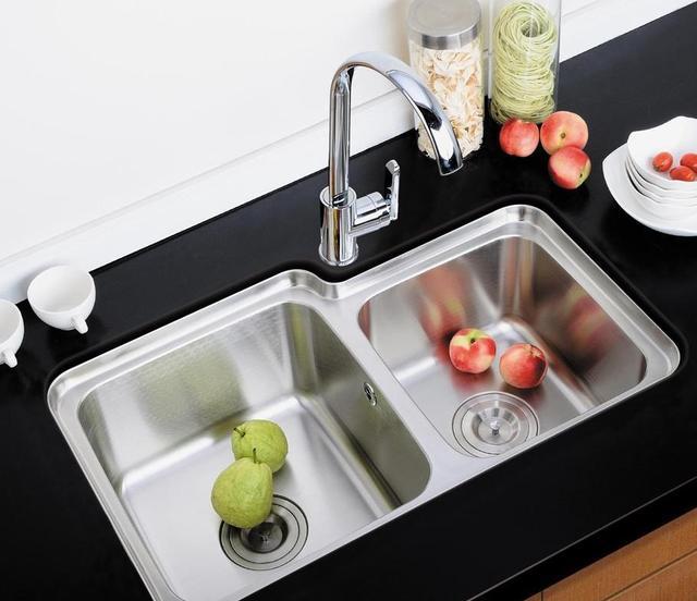 厨房水槽怎么选?幸好听了老师傅的建议,我家差点就选错了