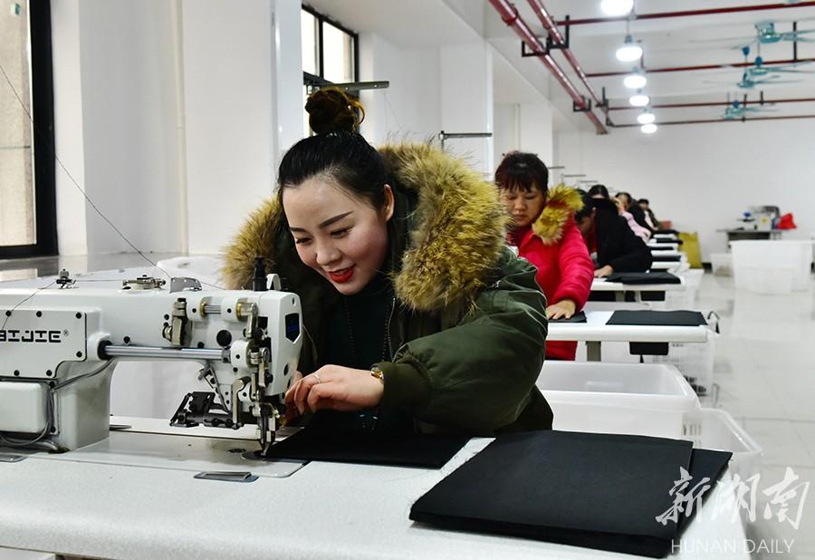 蓝山:建设皮具产业特色小镇