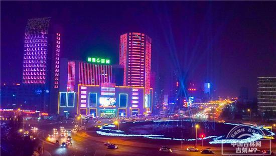 """长春有个""""灯光秀广场""""航拍镜头看最美激光灯绚烂夜空"""