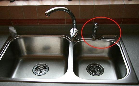 厨房水槽右上角的这个小孔,原来有这么大用处,还好我知道得早!