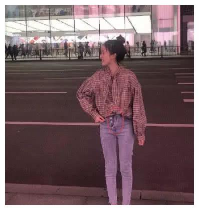 有一种牛仔裤叫允恩的不系纽扣!网友直呼辣眼睛,却是00后最爱