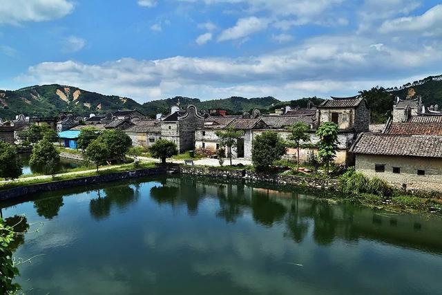 说起中国的建筑,那真是一绝,国内这些奇特建筑村庄你都去过吗?