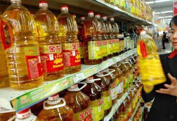 挑选食用油时,瓶身有此3个字的最好别买!超市员工:送我也不要