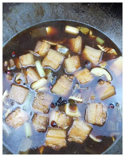 一种神秘食材的加入,让红烧肉有了虚怀若谷的意境
