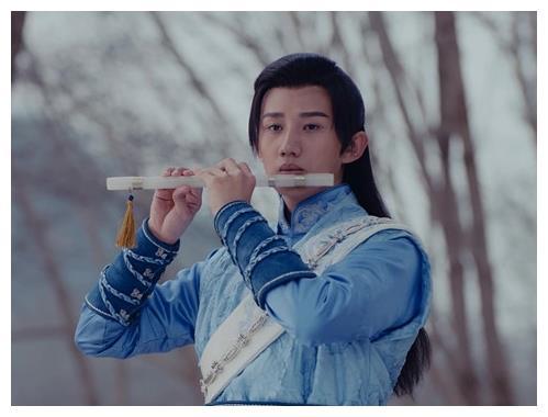 古装剧中玩乐器的男明星,鹿晗宋威龙任嘉伦,谁最像模像样?