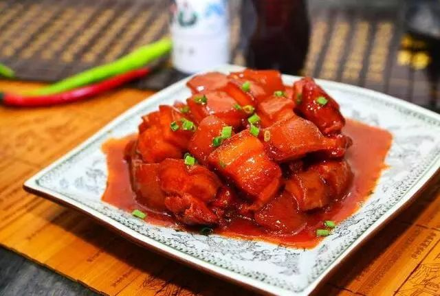 红烧肉用冰糖还是白糖?原来做错了这一步,难怪炒出的红烧肉发苦