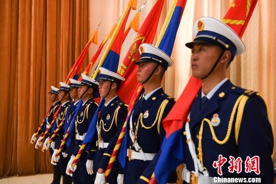西藏消防救援总队授旗授衔换装宣誓仪式举行