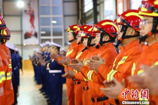 湖北恩施州举行消防换装仪式