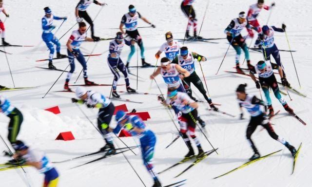 冰雪运动走起来 双板滑雪服饰更吸睛