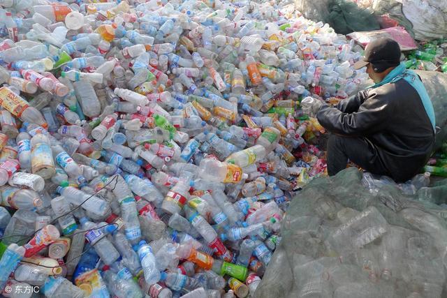 华裔科学家:新型聚合物可替代传统塑料,永久循环减少污染