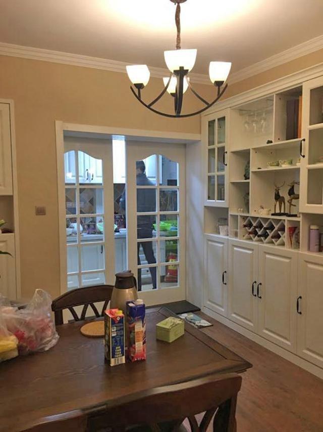 """婆婆帮忙装修的新房玄关一面墙设""""柜子""""亲戚都说好看"""