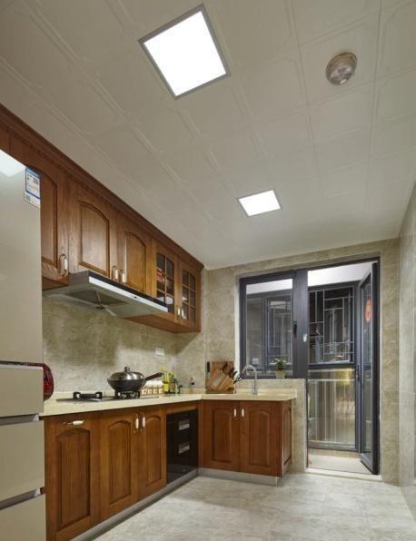 109平简美风新房,媳妇坚持在电视墙设一圈柜子,入住才知明智!