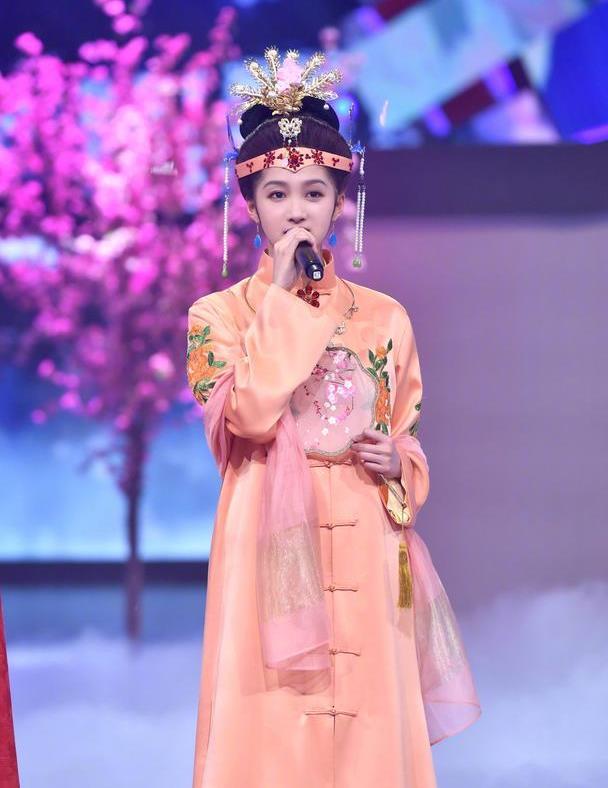 王源关晓彤的红楼梦扮相超惊艳,网友:彤彤终于摆脱了缝纫机的坑