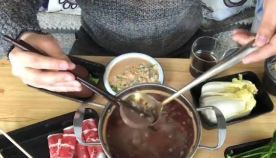 """九十元的""""火锅外卖"""",送锅又送勺,网友看饿了:买厨具送火锅"""