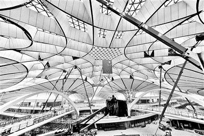 北京大兴机场内装修完成80% 地下一层可换乘高铁