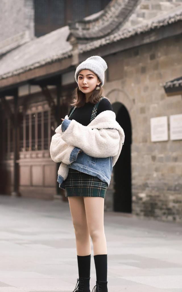 时尚的姑娘用羊羔毛外套搭配服饰,温暖又时髦,清爽又有气质